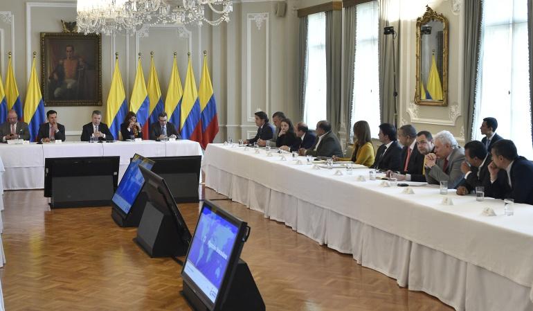 Santos sostiene encuentro con su gabinete para tratar migración de venezolanos