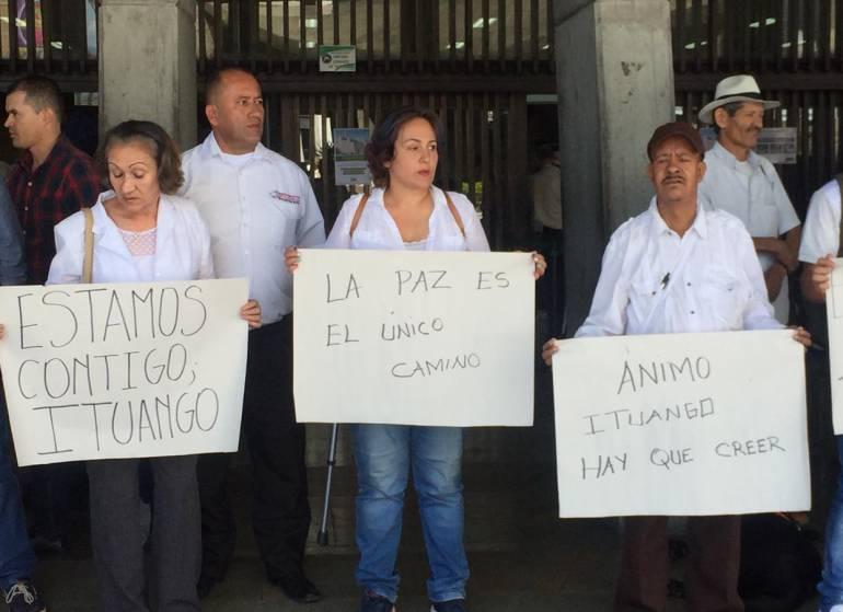 Silencio,Medellín,Ituango: Con minuto de silencio en Medellín se solidarizaron con Ituango
