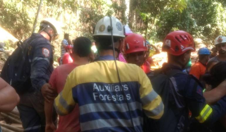 Rescatan con vida a los 7 mineros atrapados en mina de Remedios