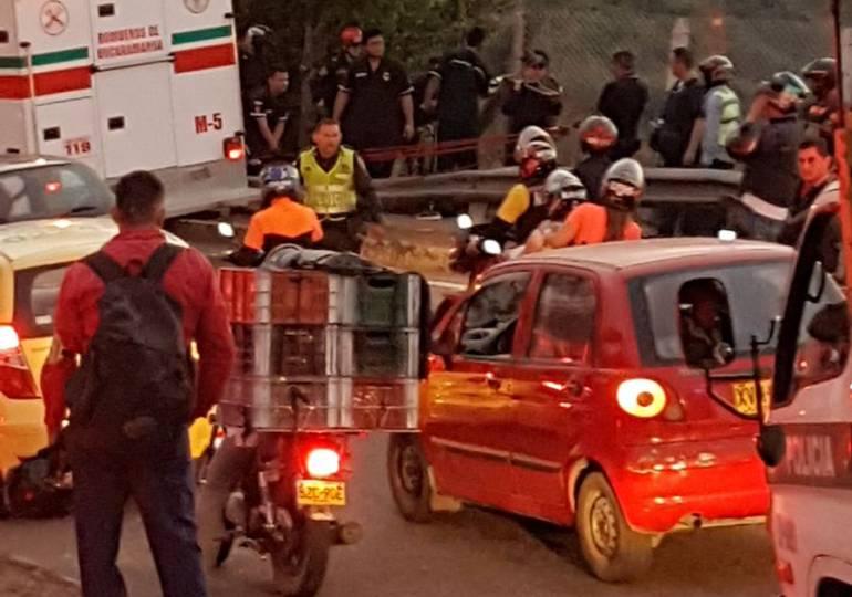 BUCARAMANGA TRÁNSITO ACCIDENTES: Camión terminó en abismo en prolongación de la 45