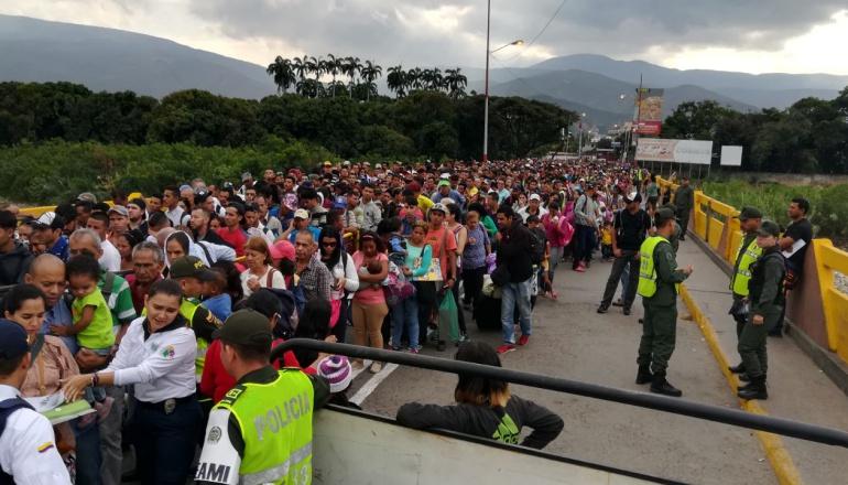 Paso de la frontera de Venezuela hacia Colombia