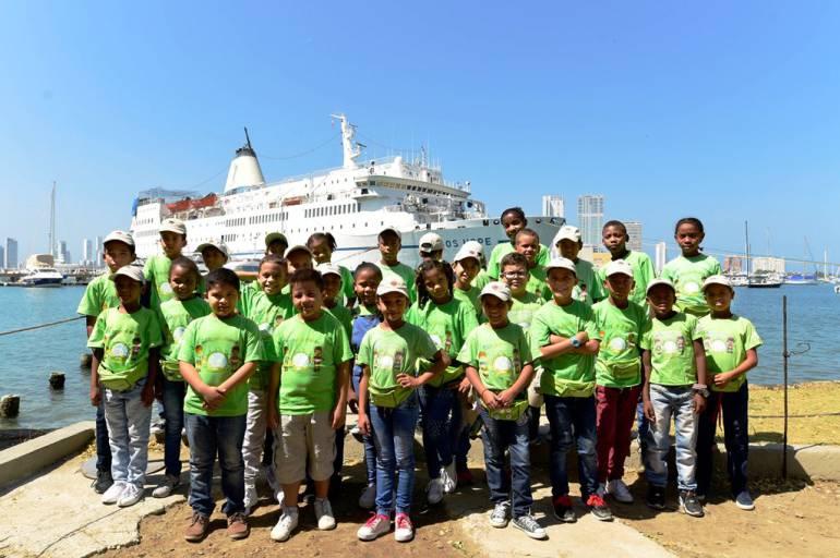 Niños de la Fundación Puerto de Cartagena visitaron el Barco Biblioteca: Niños de la Fundación Puerto de Cartagena visitaron el Barco Biblioteca