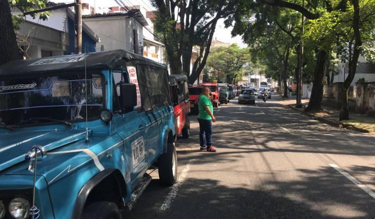 Camperos protestan: Conductores de camperos protestan por cierre de empresa transportadora