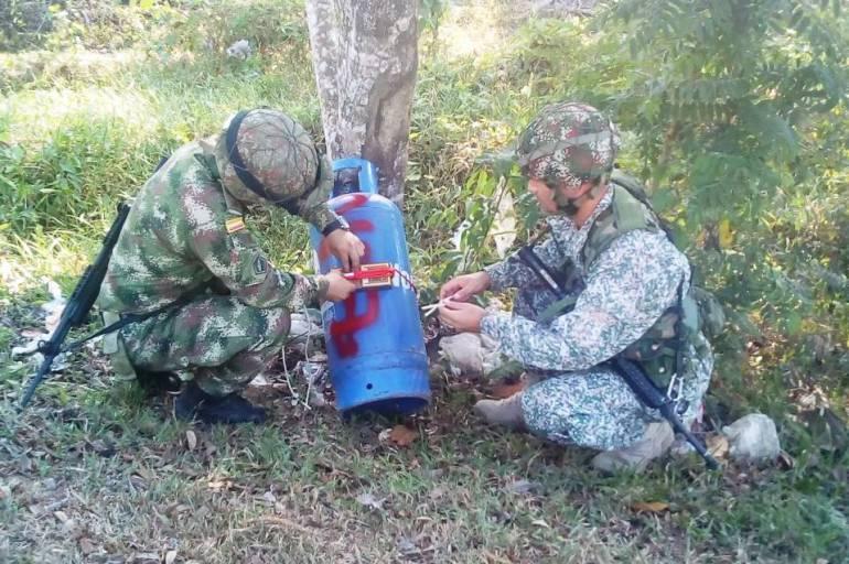Resultado de imagen para atentado del eln en bolivar