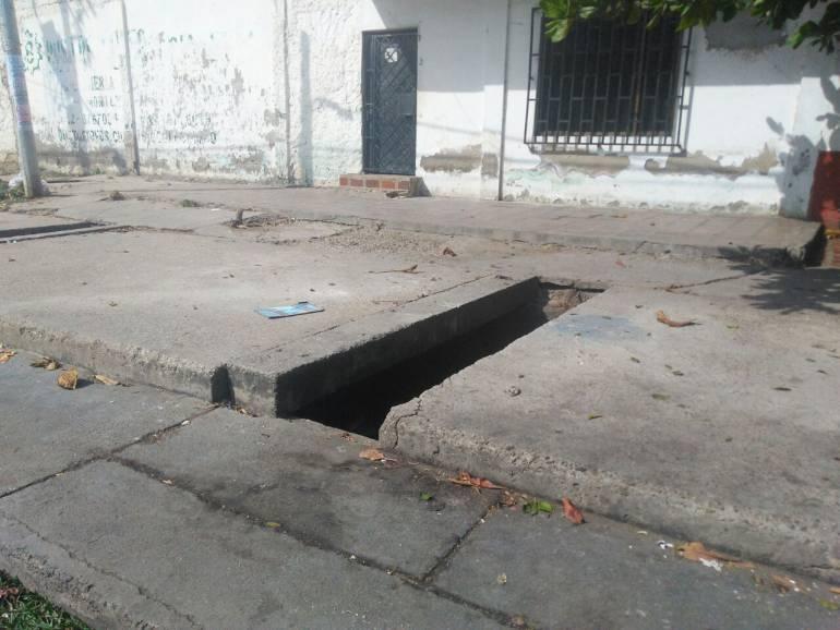Dentro de un canal venden droga en barrio de Cartagena: Dentro de un canal venden droga en barrio de Cartagena