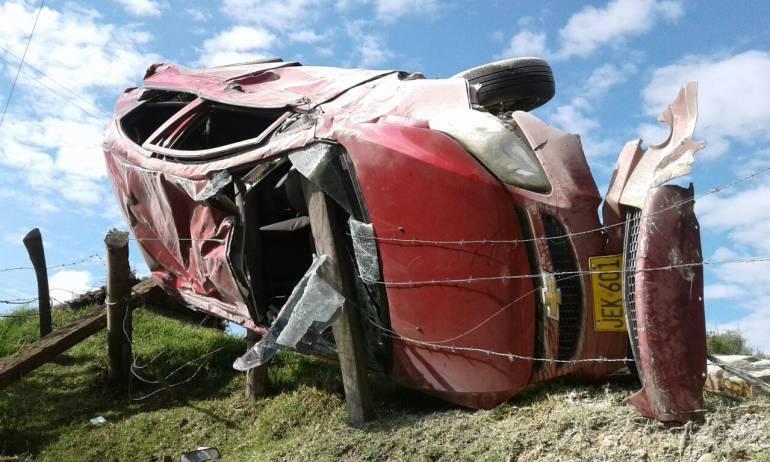 Conductor se salvó de milagro tras grave accidente en la vía Paipa-Tunja: Conductor se salvó de milagro tras grave accidente en la vía Paipa-Tunja