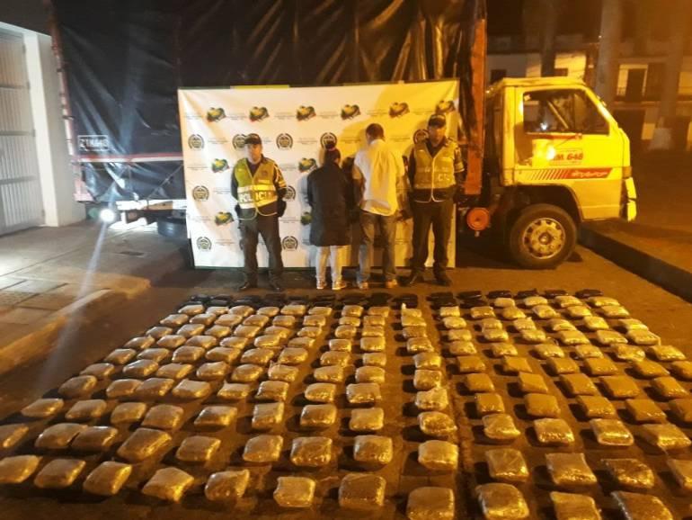 Marihuana en via de Anserma (Caldas): Dos adultos y un menor transportaban 100 kilos de marihuana en un camión