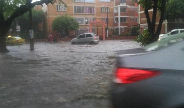 Avenida libertadores inundada a la altura del canal Bogotá
