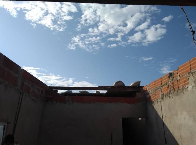 Dos viviendas destechadas por fuertes brisas en Barranquilla