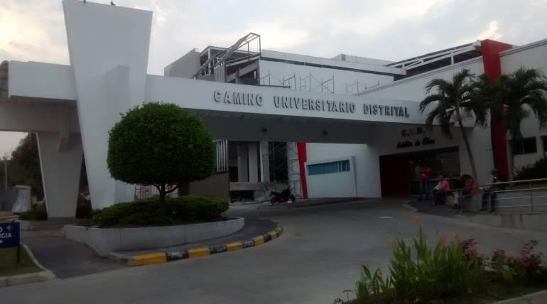 Muere hombre al caerle andamio por las fuertes brisas en Barranquilla
