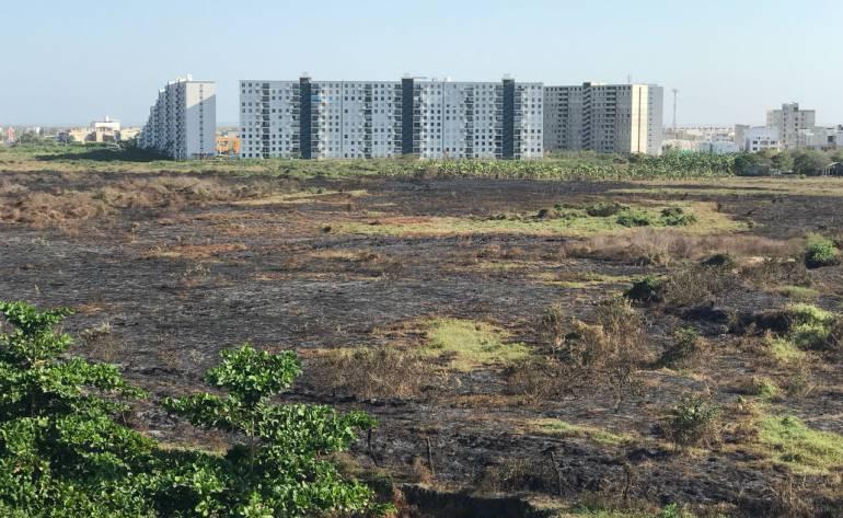 Emergencia en sur de Cartagena por cuenta de repetidos incendios en un lote