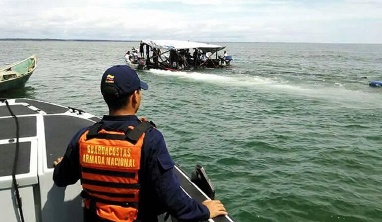 rescate naufragos: Rescatan 28 náufragos en aguas del pacifico