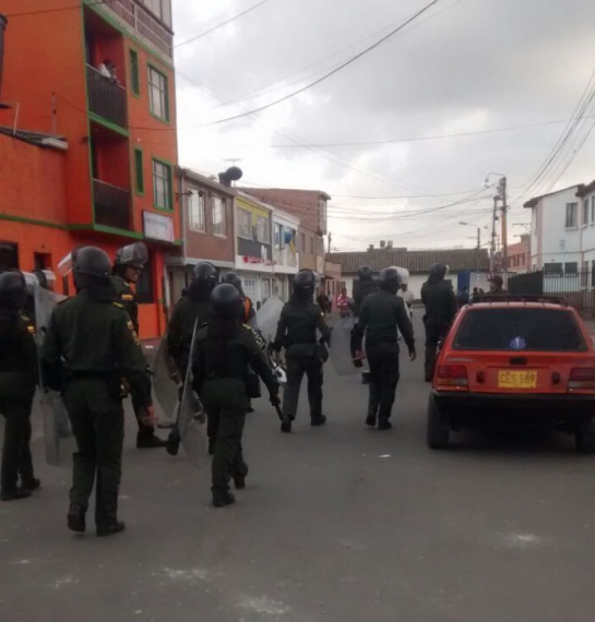 Disturbios en Villeta y Facativa en supermercados presuntamente de las Farc: Decretan toque de queda en Facatativá y Fusagasugá por saqueo a SuperCundi