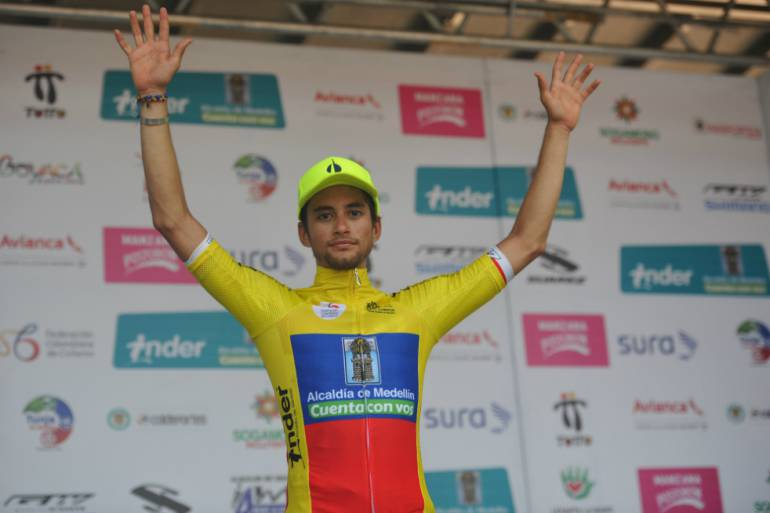 El ciclista colombiano Sergio Martínez fue chocado por un auto fantasma
