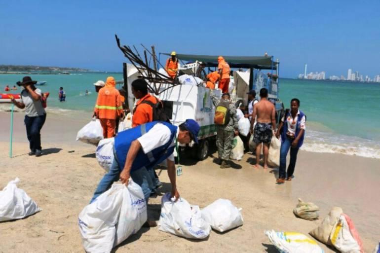 Jornada integral de limpieza en Punta Arena en Tierra Bomba en Cartagena: Jornada integral de limpieza en Punta Arena en Tierra Bomba en Cartagena