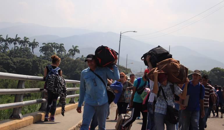Venezolanos en Colombia: Alistan sanciones contra empresas transportadoras por tráfico de migrantes
