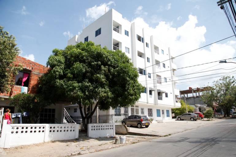 Avanza reubicación de familias afectadas en edificios ilegales en Cartagena