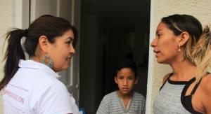 Helga Hernández Reyes, viceministra de educación visitado puerta a puerta viviendas para matricular estudiantes