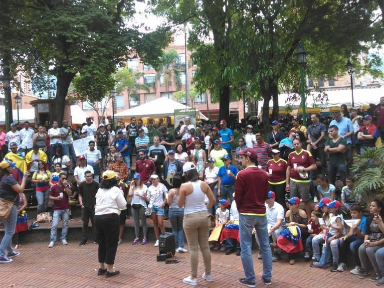 Venezolanos en Medellín rechazan audios con supuesto apoyo a Petro