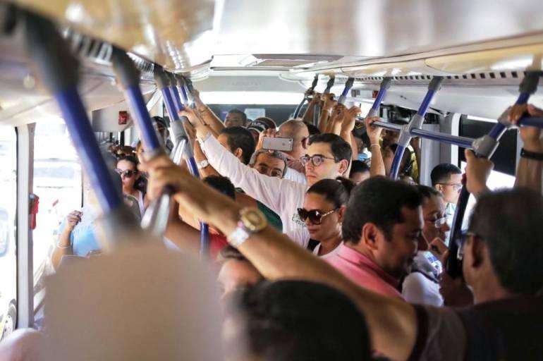 Alcalde de Cartagena se subió a Transcaribe para conocer quejas de usuarios: Alcalde de Cartagena se subió a Transcaribe para conocer quejas de usuarios
