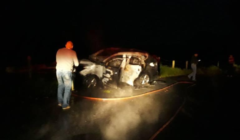 Camioneta incinerada en gallinazo