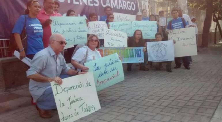 Tribunal ordena suspender desalojo de la mansión de 'La Gata'