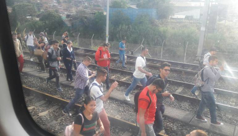 Suspenden servicio del Metro de Medellín por nueva falla