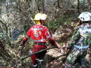 Por cielo y tierra buscan controlar un incendio forestal en Cómbita, Boyacá: Por cielo y tierra buscan controlar un incendio forestal en Cómbita, Boyacá