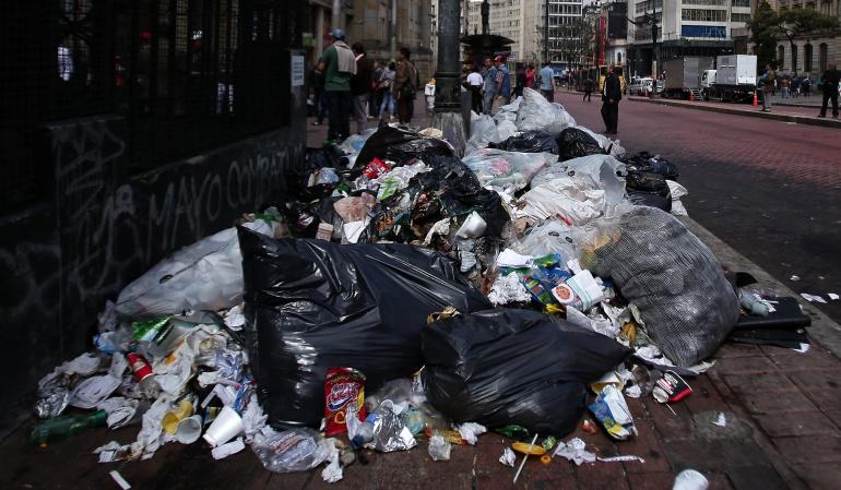 Basuras: Ciudadanos siguen sacando basura fuera de horarios establecidos