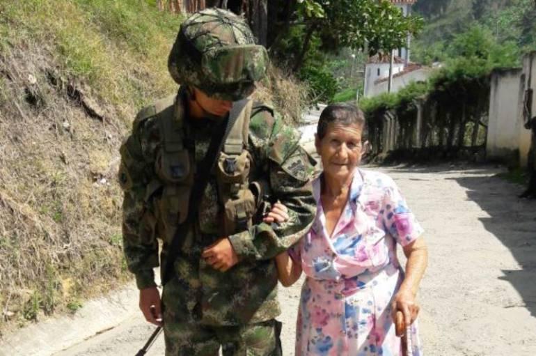 En el sur de Bolívar Quinta Brigada también trabaja a favor de la comunidad: En el sur de Bolívar Quinta Brigada también trabaja a favor de la comunidad