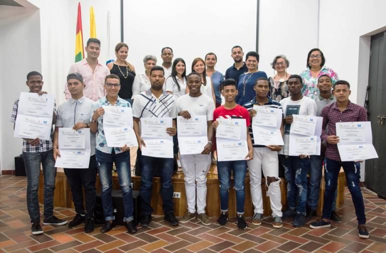 Mayor de Bolívar entrega a Cartagena 32 nuevos jardineros y piscineros: Mayor de Bolívar entrega a Cartagena 32 nuevos jardineros y piscineros