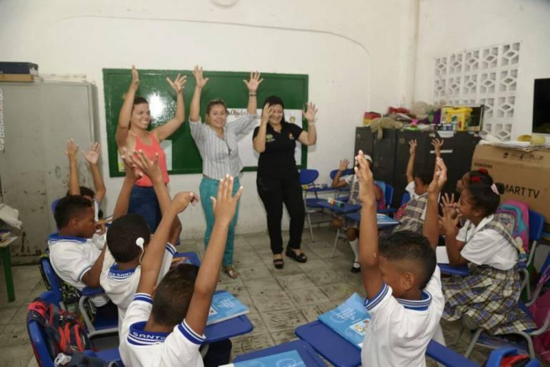 Megabiblioteca Popa extiende Taller de Artes Plásticas a niños no oyentes: Megabiblioteca Popa extiende Taller de Artes Plásticas a niños no oyentes