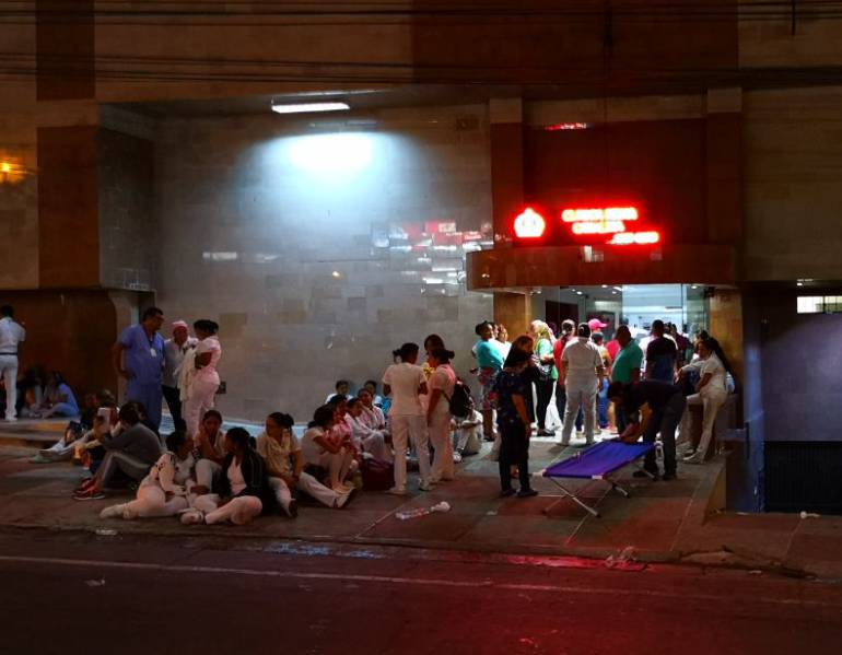 Evacuan 194 pacientes por incendio en la clínica Reina Catalina