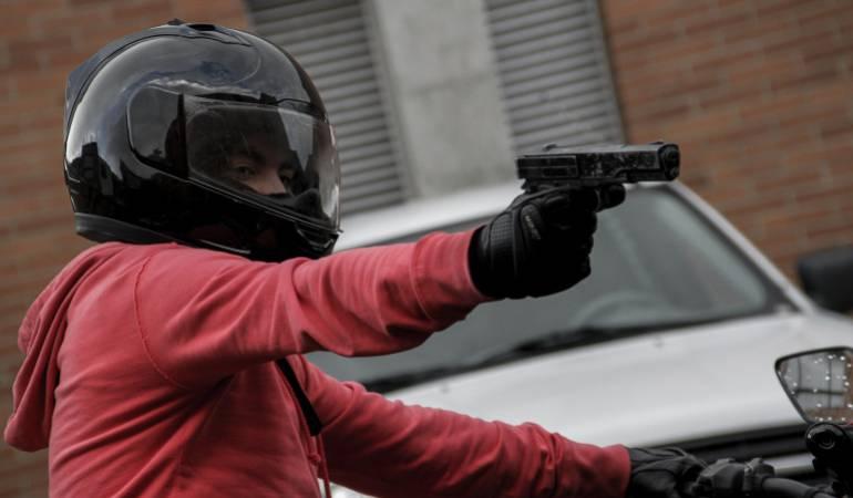 Un hombre herido deja tiroteo entre policías y ladrones en Bogotá