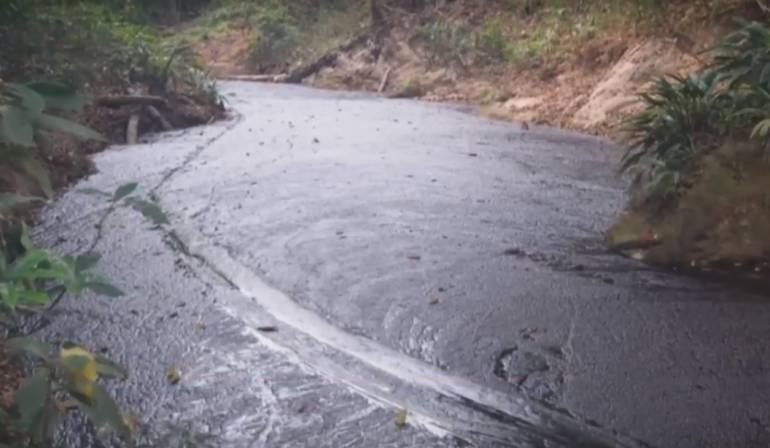 AMBIENTE, DERRAME, PETROLEO: Un derrame de petróleo ocurre en Santander