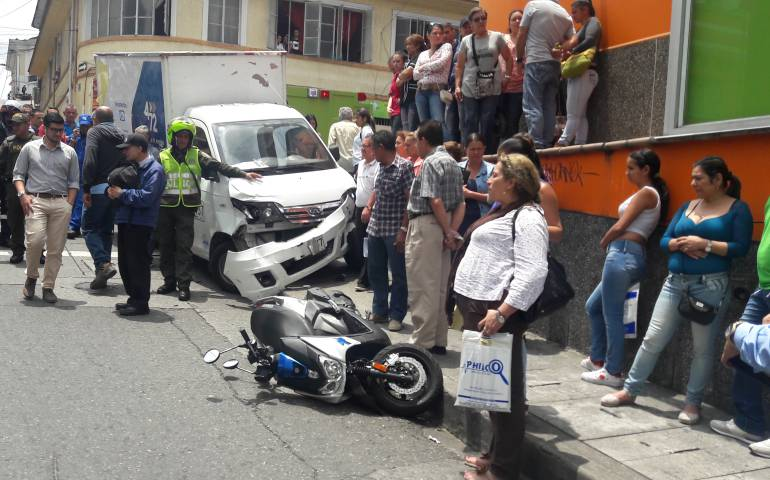 Accidente en el Centro deManizales: Dos heridos dejó accidente en la carrera 22 de Manizales