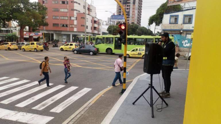 BUCARAMANGA AMBULANCIAS TRÁNSITO: Conductor de ambulancia se abre paso con sirenas para almorzar en casa