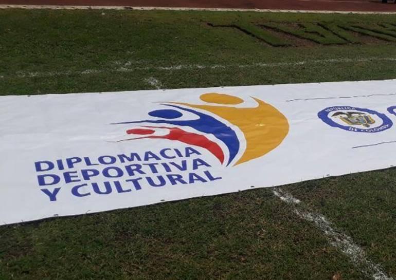 Didier Drogba pide apoyar iniciativas que promuevan la paz en Colombia