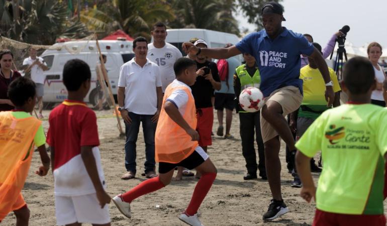 Drogba en Colombia: El deporte puede llevar al país al desarrollo: Drogba