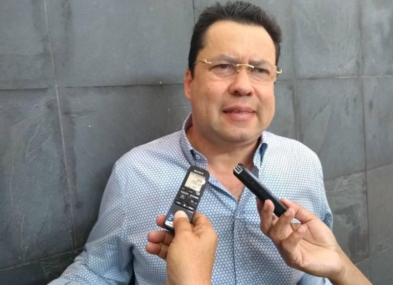 Diputado Llinás niega haber recibido dinero de campaña Merlano