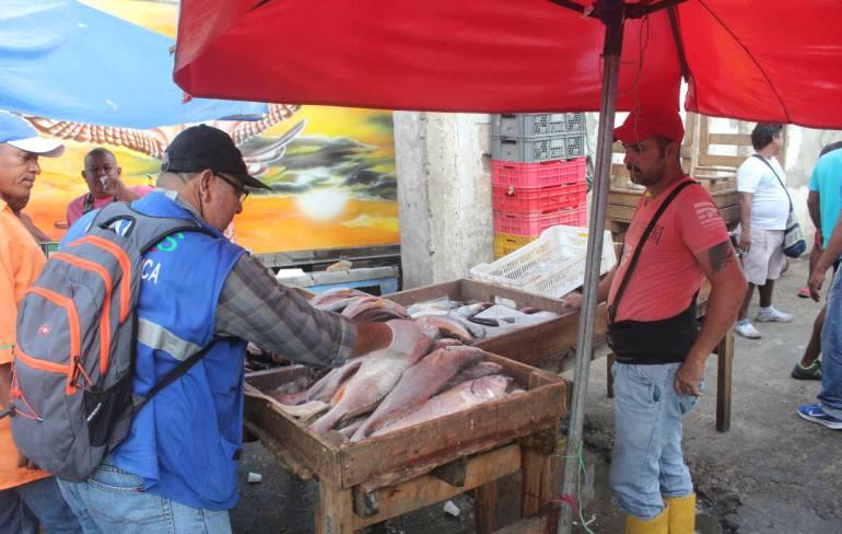 En Cartagena hacen inspección a pescados y alimentos de Semana Santa