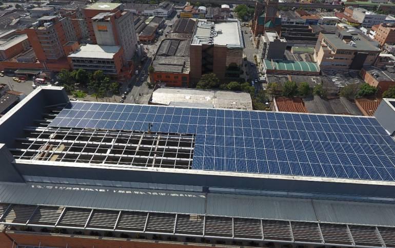 Centro,comercial, Altamira, paneles, solares: Centro comercial de Medellín genera energía solar