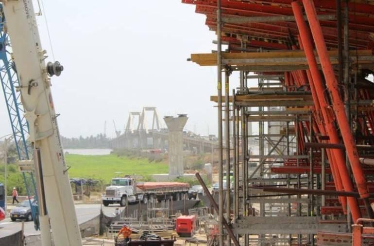 Puente nuevo sobre el río Magdalena, Barranquilla.