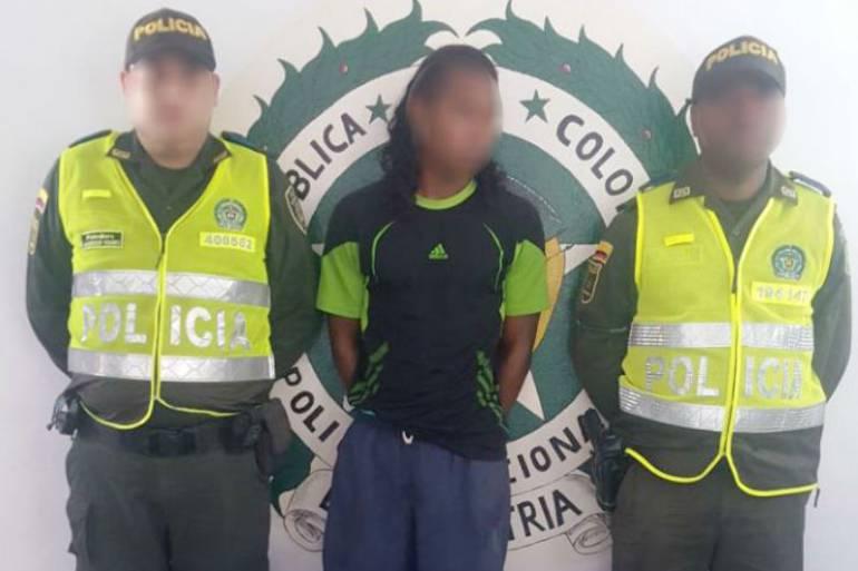 Aprehenden un adolescente y capturan un adulto en Cartagena con armas: Aprehenden un adolescente y capturan un adulto en Cartagena con armas