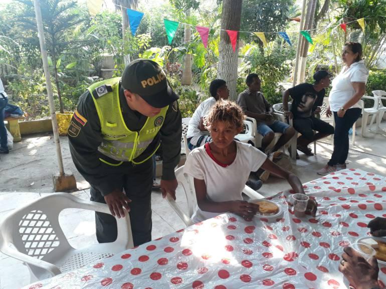 Policía de Cartagena realiza jornada de ayuda social: Policía de Cartagena realiza jornada de ayuda social
