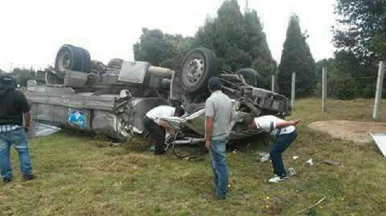 Accidente Tunja Bogotá leche: Accidente de vehículo de leche dejó un herido en vía Tunja-Bogotá