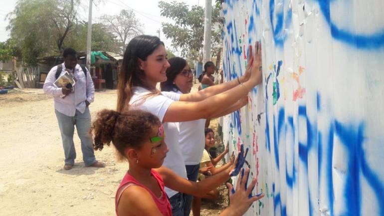 """""""A Varias Manos"""" hace presencia en barrio Fredonia en el sur de Cartagena: """"A Varias Manos"""" hace presencia en barrio Fredonia en el sur de Cartagena"""