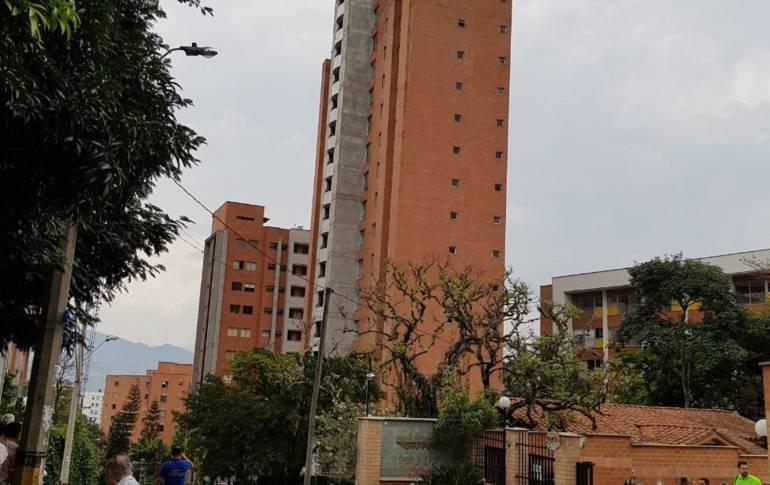 evacuación: Evacuan edificio por peligro de colapso en Medellín