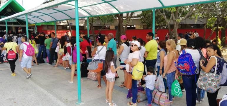 Largas filas en la terminal de Barranquilla para conseguir pasajes