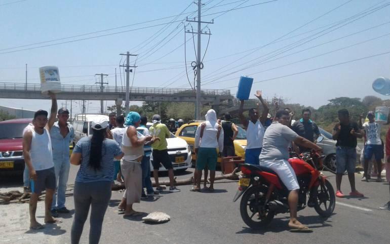 Levantan bloqueo en La Cordialidad, tras protestas por falta de agua